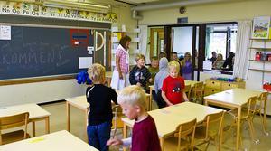 Arkivbild. Kommunerna tror att de kommer ha tillsatt all personal de behöver till skolstarten.