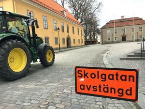 På Kyrkbacken har ett vägarbete pågått en längre tid. En ny gång- och cykelbana längs Skolgatan ska bli klar i år. Nästa år ska även Västra kyrkogatan få en gång- och cykelbana. Då enkelriktas biltrafiken på gatan.