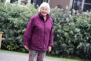 Ulla Eriksson har bott vid Bygatan i 50 år. På den tiden kunde man lämna ytterdörren olåst om man gick ut utan att det blev problem. Ja, till och med när familjen reste till Funäsdalen en gång var dörren olåst, berättar hon.
