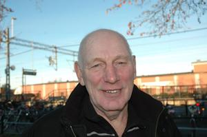 Stig Lundin, 69, pensionär, Karlholm.– Det unika är att vi har en fin kustremsa här. Man skulle marknadsföra kusten bättre kring Karlholm och Hållnäskusten. Det måste lyftas fram för att locka hit turister och förbättra inflyttningen.