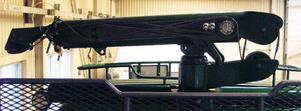 En Hiab 193 vajerkran sitter på båda lastbilarna. Det sitter även en kran på det tvåaxlade timmersläp som Åke köpt som skrot i Jörn, Norrbotten, och renoverat till samma skick som lastbilarna