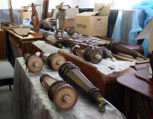 Klaverens hus lager på Vågbrohemmen rymmer cirka 400 instrument som packats på högkant.