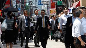 Snygga japanska män kan komma att få betala mer skatt framöver - för att de fula ska kunna få ligga mer.