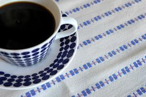 Kände formgivaren Stig Lindbergs servis Adam tillverkas på senare år åter igen av Gustavsbergs porslinsfabrik. Adamservisen lanserades första gången 1959 och framför allt de gamla kaffe- och teserviserna är extra eftertraktade på loppisar.