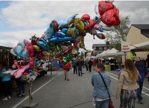 Det strömmade in folk på Hågestaområdet i Sollefteå när Marknadsmässan öppnade grindarna.