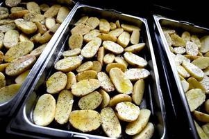 Potatis. Flera elever tyckte att potatisen ofta var för dåligt kokt förr. Numera kan den se här läcker ut.