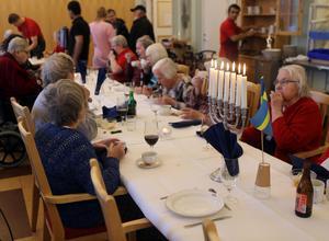 Det dukades upp en trerätters Nobellunch för de boende på Senioren i Sveg i fredags. Huvudrätten älggryta var favoriten enligt de flesta.