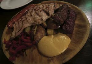 Ingen går hungrig efter en rejäl rumänsk köttmåltid.