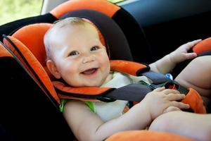 Säkrast blir barnstolen om den är bakåtvänd i bilen.Foto: Shutterstock