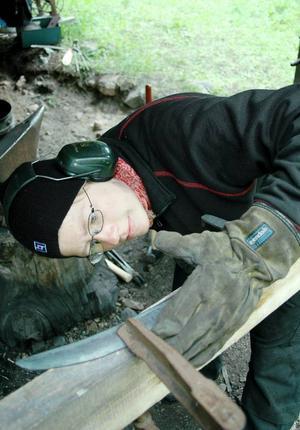 Maria Solhed från Umeå har länge varit intresserad av smide. Den här veckan har hon fördjupat sina kunskaper i liesmide.