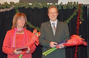 Margareta Arthursson (KD), vice ordförande i kulturnämnden, och kommunalrådet Abbe Ronsten (S) uppvaktades med minnesgåvor för att de har varit förtroendevalda i Säters kommun i 20 år.