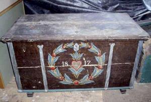 I den här kistan hittade Bengt Löf 130 akter med information från tidigare släktingar, den äldsta var från 1665.