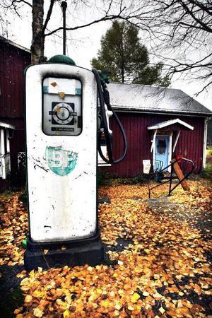 Den klassiska BP -pumpen vid Brobergs gamla affären i Hårte