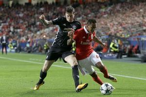 VNL i närkamp med Filipe Augusto från hans gamla lag Benfica.