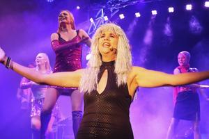 Musikalen Super Trouper i Borlänge får förlängd spelperiod.