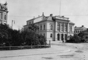 Sundsvalls Teater, färdig 1894, i en stadsmiljö som inte är lika förtätad som i dag.
