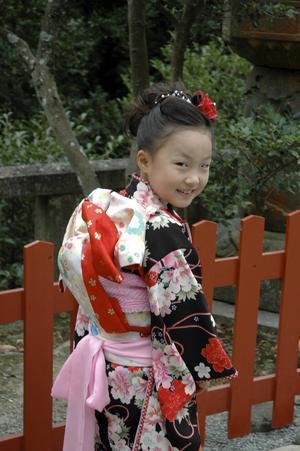 De klassiska klädedräkterna används ganska flitigt, inte minst vid högtider eller besök i templen.   Jörgen Ulvsgärd