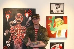 Dennis Rådmans målningar innehåller mycket attityd. Bland annat har han målat om facebook-bilder där folk försökt posera snyggt.