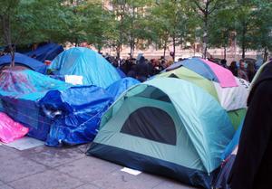 Tältande demonstranter inte långt från Wall Street.