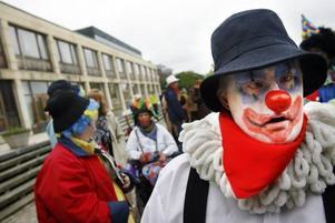 Kent Lind från Galaxen var clownen Carlos när han gick i täten på karnevalståget