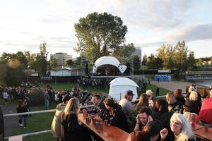 När det nygamla konceptet Karlslundsfestivalen såg dagens ljus sommaren 2015 anordnades festivalen vid Karlslundsbandet.