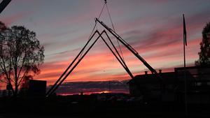 Fjällporten på plats på sin nya plats vid Särna camping.