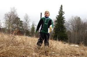 """Freja Richter är nio år och följde med morfar första gången. Sedan gick hon en kurs. """"Det är den sport jag helst vill hålla på med."""""""