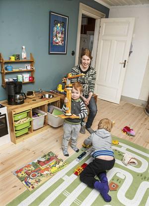 I barnen, Arthur och Gustaves rum är de flesta leksakerna ärvda och hållbara.