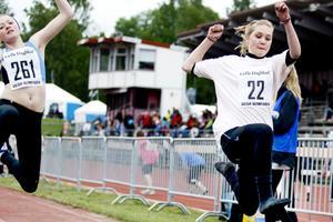 I längdhopp tävlade Frida Björkman från Ludvigsbergsskolan 6C och Alexandra Geschwindt från Bergby Centralskola 6A.