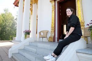 Gun-Marie Persson är verksamhetsutvecklare på thailändska paviljongen. Hon varnar om att kliva på tröskeln till paviljongen vilket innebär otur.