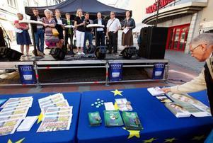Slutspurten inför EU-valet söndag 7 juni har inletts. I lördags tog tolv kandidater chansen att visa upp sig på stjärntorget i centrala Östersund.