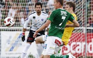 MÅL I SIKTE. Johan Eklund vr på hugget under hela matchen.