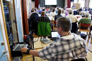 Radio Krokoms Peter Starkman direktsände Centerledda Krokoms kommunfullmäktiges sammanträde 10 juni. Nu pågår förhandlingarna om hur kommunen ska styras.