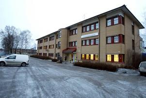 Kronofogdens kontor på Bultgatan är bas även för S-teamet. Uppdragen för specialindrivningsenheten är att vara en del av bekämpandet av grov, organiserad brottslighet och att utmäta egendom är sätt att försvåra för den som lever på brott.