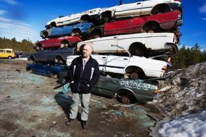 Esbjörn Einebrant, som driver Åsarnas bildemontering, tror att den slopade bilskrotspremien på sikt kommer att innebära stor miljöpåverkan.