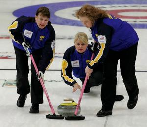 Cathrine Lindahl, Anette Norberg och Margaretha Sigfridsson under matchen mot Schweiz.