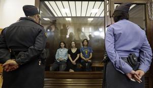Punkarna Jekaterina Samutsevitj, Maria Aljochina och Nadezjda Tolikonnikova dömdes på fredagen för sin regimkritiska aktion i Frälsarkatedralen i Moskva i vintras.