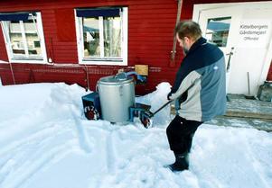 Cirka 20 ton av produktionen på 350 ton går till gårdens mejeri. Olde drar mjölken från ladugården i en specialtank.2005 började paret Ljuslin tillverka ost sitt egna mejeri.