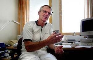 Överläkare Thomas Wikström, ortopedkliniken, tycker att införandet av vårdgarantin skulle ha förberetts bättre.