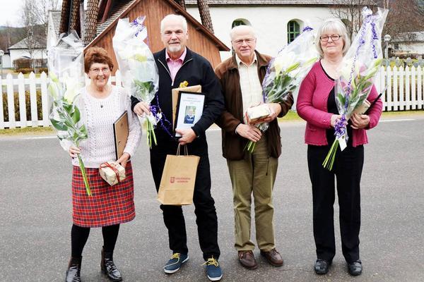 Årets Sonfjällsbygdare, tvåa från vänster på bild, tillsammans med de andra nominerade; Ingrid Bergström, Röda Korset/Kupan, Helge Jonsson, Långåfisket och Elisabeth Arvidsson, Hede Blomsterhandel.