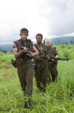 "Mitt i kriget. Ben Stiller, Robert Downey Jr och Jack Black går vilse i krigsdjungeln i ""Tropic thunder""."