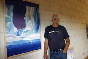 Kjell Bäckvall var prognosmeteorolog på en stor internationell forskarresa till Antarktis 2010. Han målade ett antal bilder från resan och ställde ut i Härnösand 2011.