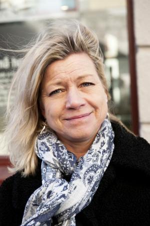 Mia Tärnblom, 49 år, Stockholm: Jag impulsköper en del, ofta basplagg. Jag tänker inte på hur kläderna tillverkats, även om man kanske borde det. Kläder som jag slutat använda skänker jag till secondhand.