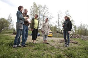 Marianne Rahm, Enar Nilsson, Anne-Marie Boman, Irene Ilonen och Catherine Vennberg diskuterar satsningen på en turistväg. – Vi jobbar inte för att hasta på och stressa fram något, vi jobbar på sikt, säger Marianne Rahm.