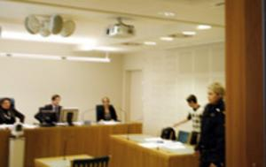 Bild från häktningsförhandlingen.
