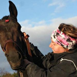 Carola Eklund mår bra trots olyckan som resulterade i frakturer utslagna tänder. Foto: Privat