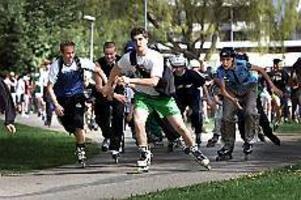 Foto: NICK BLACKMONPå hjul eller till fots. På onsdagsförmiddagen gick startskottet för Stora Sätraskolans årliga millopp.