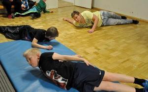 Vila eller nere för räkning? Ingetdera, att töja leder och muskler är viktig också för boxaren.