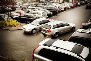 Bilar slippa mötas och det ska bli mer utrymme att svänga runt när man tar sig in och ut från Salutorget.