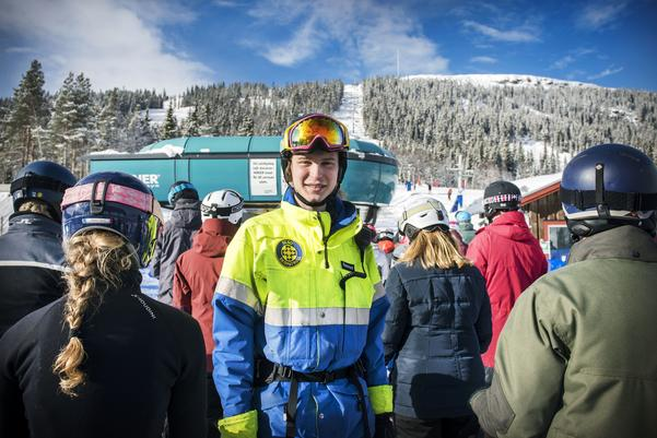 Rasmus Nordmark i skidpatrullen trivs i sportlovsvimlet på Funäsdalsberget.